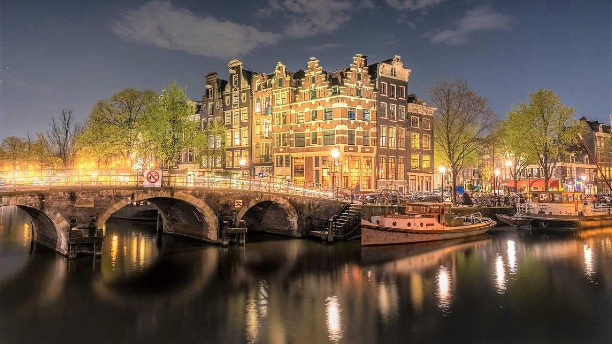 croisière canaux Amsterdam la nuit