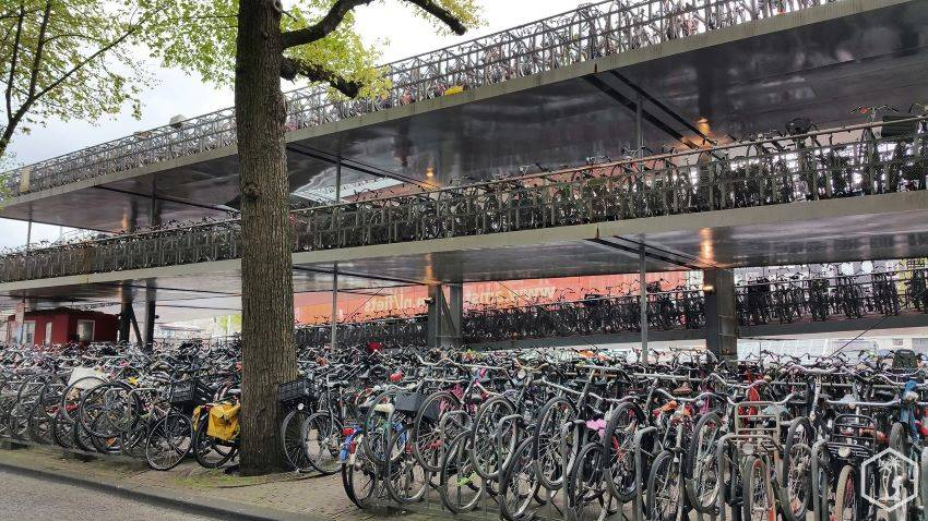 Amsterdam - parking à vélos