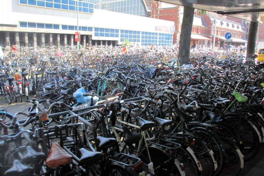 parking vélo amsterdam - anecdotes amsterdam