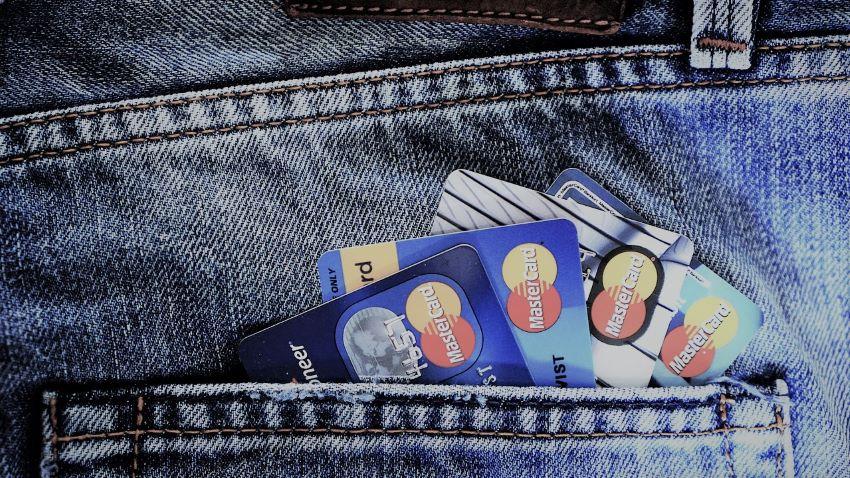 plusieurs cartes bancaires - frais bancaires voyage