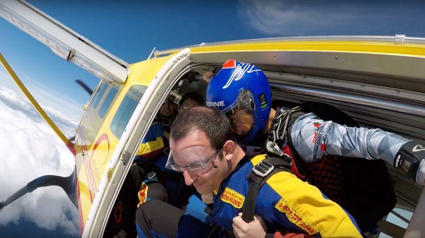 saut en parachute en tandem - sortie d'avion