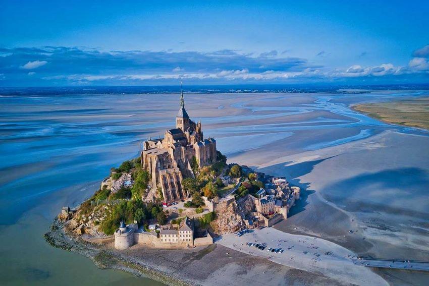 saut en parachute Mont Saint Michel
