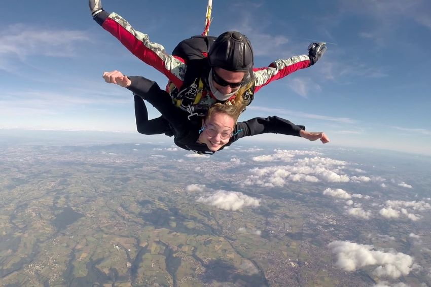 saut en parachute - aérodrome de Saint-Galmier
