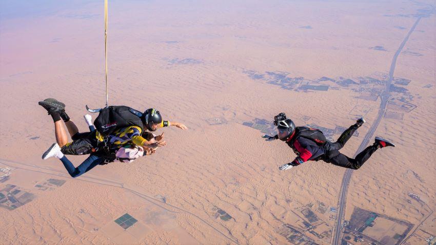 saut en parachute désert de Dubaï