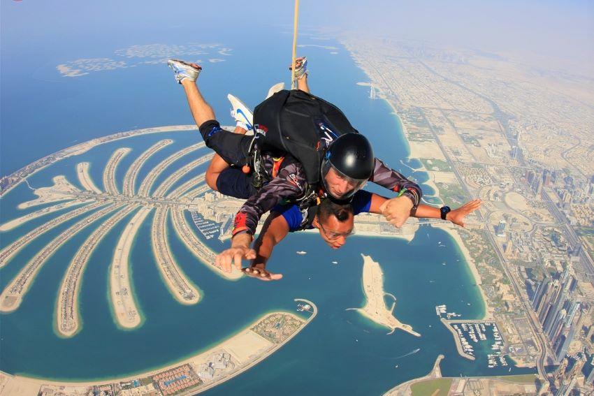 saut en parachute à Dubaï