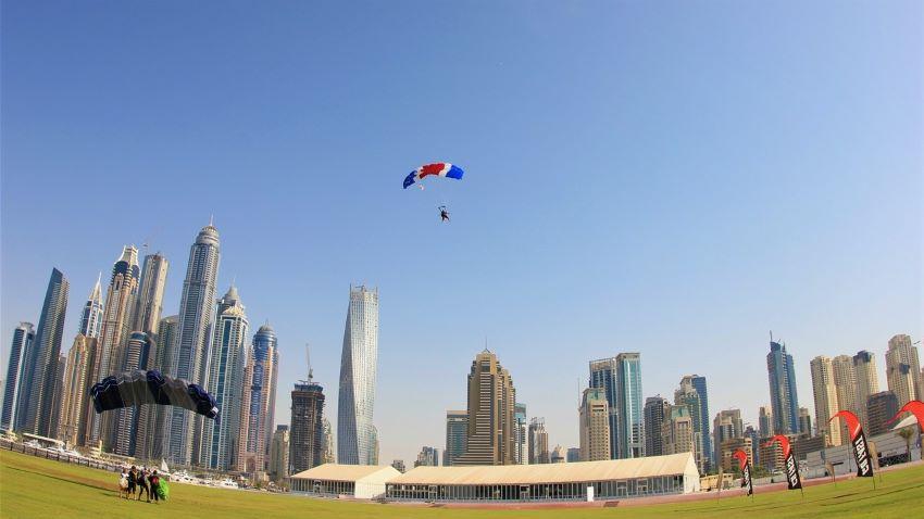 saut en parachute drop zone Palm Jumeirah